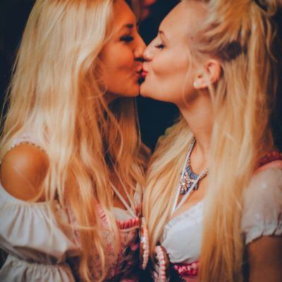 O´Zapft is ! Rückblick & Highlights vom ersten Oktoberfest Wochenende.  // Mehr Fotos in unserer HEART App. Kostenloser Download im App Store: http://bit.ly/heart-app // Copyright 2015 © DNA Gastronomie GmbH