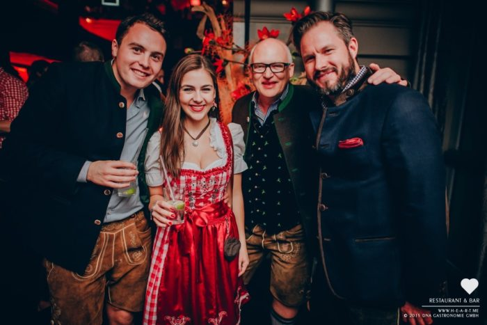 O´Zapft is ! Rückblick & Highlights vom ersten Oktoberfest Wochenende. // Mehr Fotos in unserer HEART App. Kostenloser Download im App Store: http://bit.ly/heart-app // Copyright 2015 © DNA Gastronomie GmbH