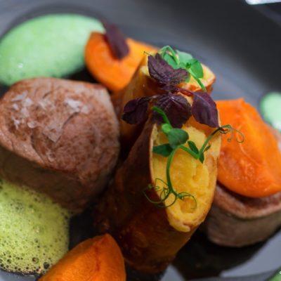 Kalbsfilet mit Kartoffelstrudel & Aprikosen