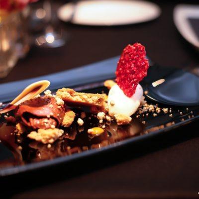 Schokoladenmousse mit Apfel-Zimt Crumble