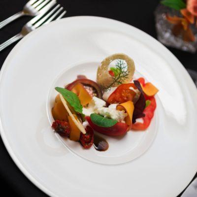 Mozzarella di Bufala mit dreierlei Tomate