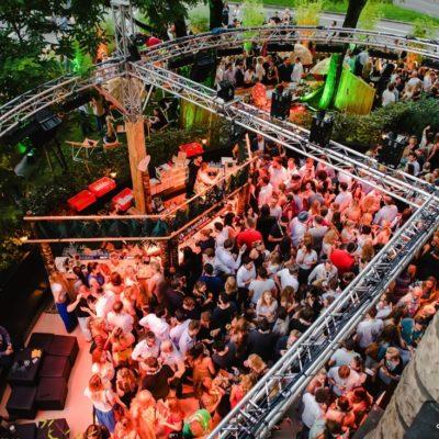 Rückblick & Highlights von unserem Sommerfest - August 2016  ♡ Instagram: https://www.instagram.com/heart_munich/  Mehr Fotos in unserer ♡ HEART App. Kostenloser Download im App Store: http://bit.ly/heart-app  Mobil reservieren: http://bit.ly/tisch-heart www.facebook.com/heart.munich http://www.h-e-a-r-t.me/  Copyright 2016 © DNA GmbH Photos: M. Kaydirma - T. Lehmann